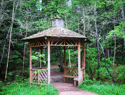 Gazebo at the trailhead of the Barnum Brook Trail at the Paul Smiths VIC (23 May 2012)